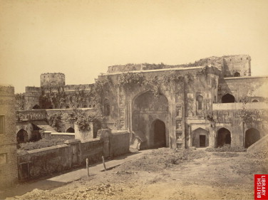 South Wing from the Court Yard of Bara Katra in 1870. Source: British Museum.